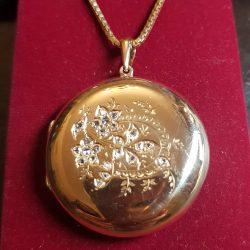 Medalion z rozetami diamentowymi 1